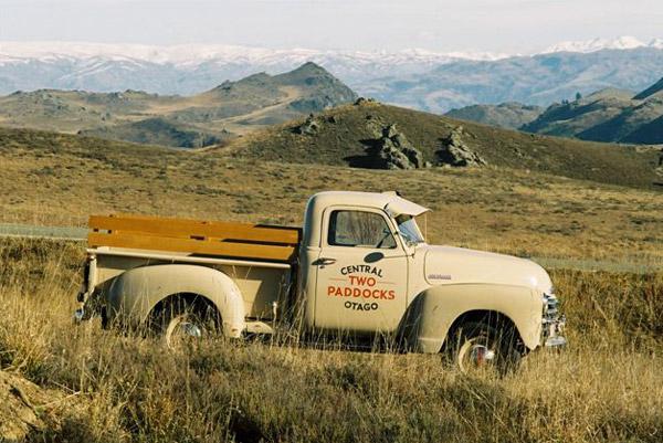 Sam-Neill_truck - Винодельня Two Paddocks в Новой зеландии | Блог о вине Беаты и Алекса