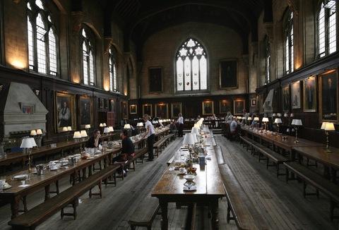 обеденный зал в оксфордском колледже | Блог о вине