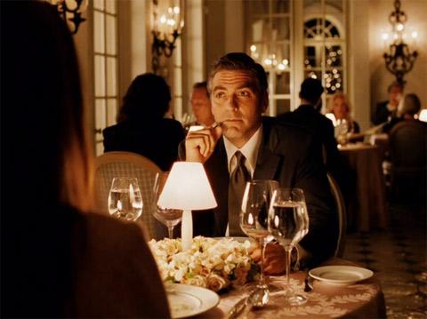 Кино и вино. Кадры из фильма Невыносимая жестокость. Джордж Клуни, Кэтрин Зета-Джонс и Шато Марго 1954