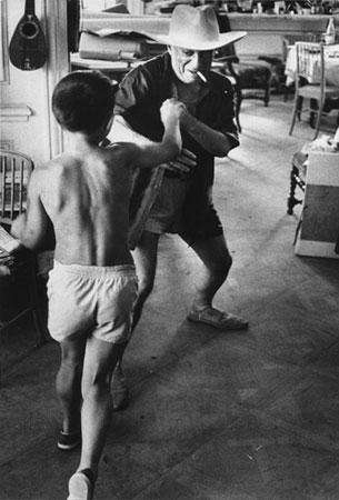 Пабло Пикассо с сыном, фото - Дэвид Дуглас Дункан, 1957