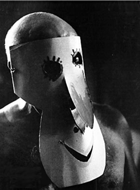 Пабло Пикассо в маске, 1957. Фотограф Дэвид Дуглас Дункан
