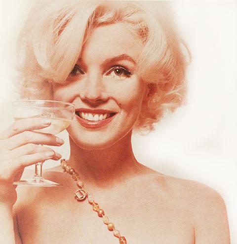 Marilyn Monroe By Bert Stern, June, 1962, Мэрилин Монро с бокалом шампанского